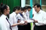 Đức Hòa: Trao học bổng tiếp sức mùa khai trường