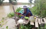 Vĩnh Hưng: Hàng chục hộ dân không điện, nước sạch sử dụng
