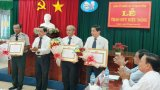 Đảng ủy khối Các cơ quan tỉnh Long An trao huy hiệu 30, 40, 50 năm tuổi Đảng cho 10 đảng viên