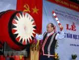 Thủ tướng đánh trống khai giảng năm học mới tại Kon Tum