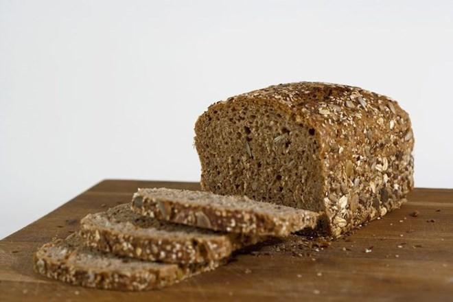 10. Bánh mỳ ngũ cốc nguyên cám (7gr chất xơ/100gr thực phẩm)