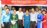 Trung tâm Kinh doanh VNPT Long An trao Mái ấm Công đoàn