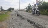 Tân Hưng: Mố cầu kênh T1 lại bị sạt lở