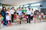 Trao quà cho học sinh nghèo vượt khó nhân dịp Tết Trung thu