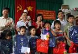 Thăm, tặng quà trung thu cho trẻ em nghèo tại TP. Tân An
