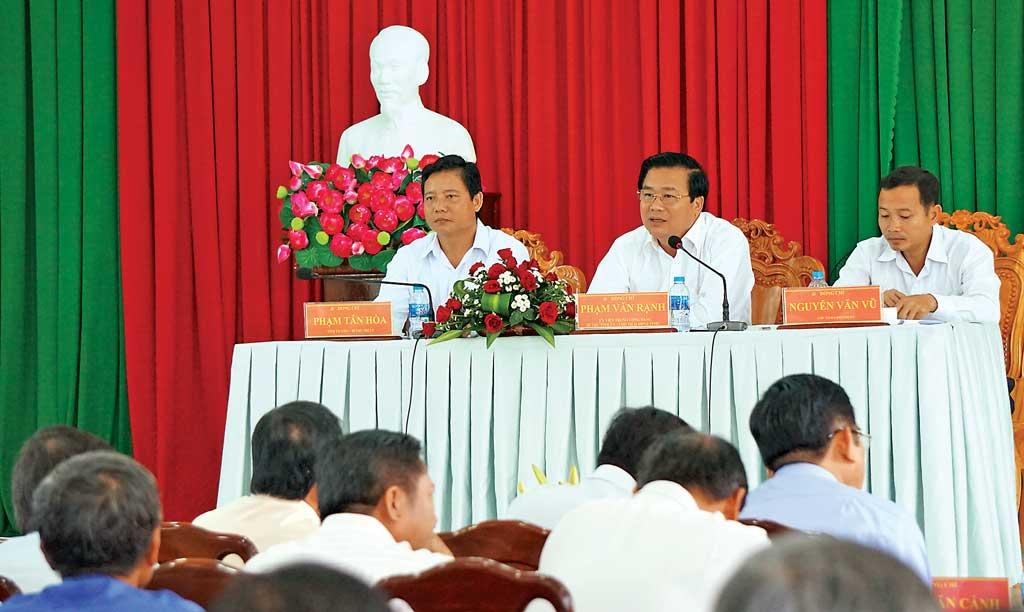 Bí thư Tỉnh ủy đối thoại với nhân dân xã Bình Hiệp, thị xã Kiến Tường về xây dựng, phát triển KT-XH sau khi đạt chuẩn xã văn hóa và nông thôn mới