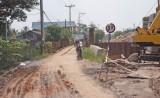 Người dân bức xúc vì đường tỉnh 833B thi công chậm