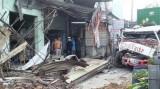 Thành phố Hồ Chí Minh: Xe container mất lái, ủi sập 6 căn nhà