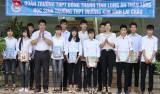 Đoàn Trường THPT Đông Thạnh tặng gần 100 bộ sách giáo khoa cho Trường THPT Mường Kim