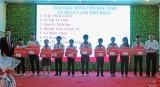Văn phòng tổng đại lý Prudential Tân An tặng học bổng cho học sinh nghèo