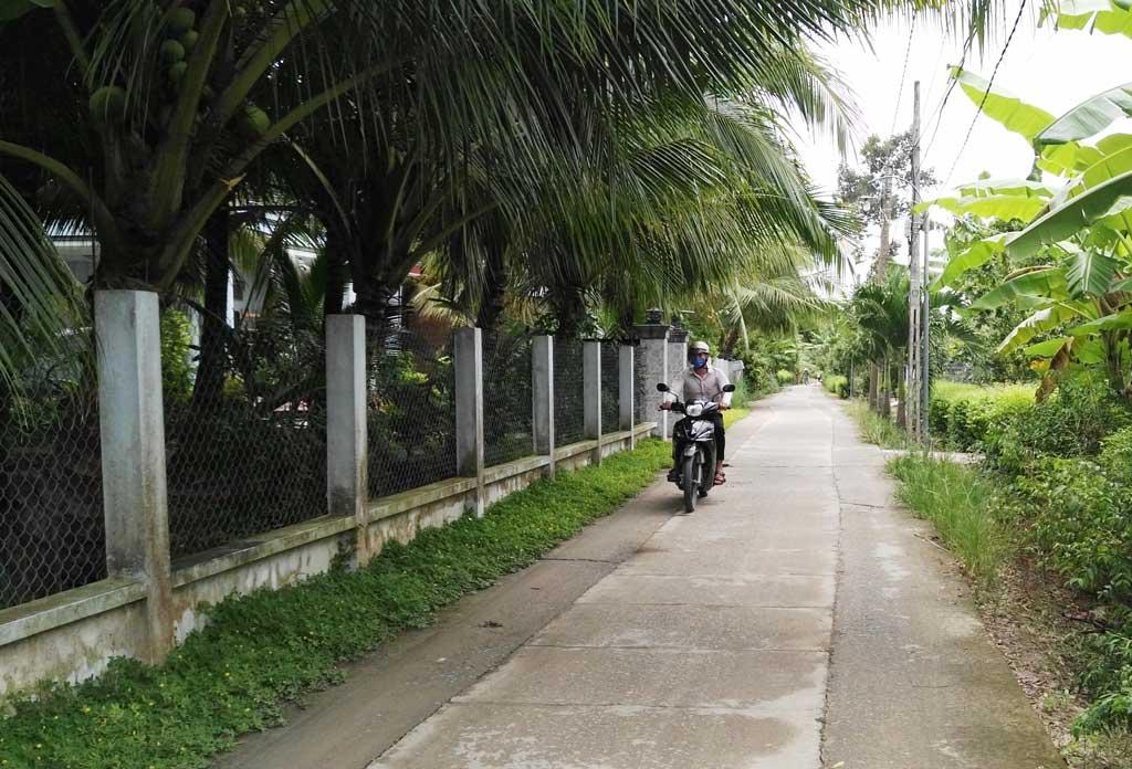 Đường giao thông ấp Ông Lễ, xã Bình Hiệp, thị xã Kiến Tường được tráng bêtông với kinh phí do nhân dân đóng góp