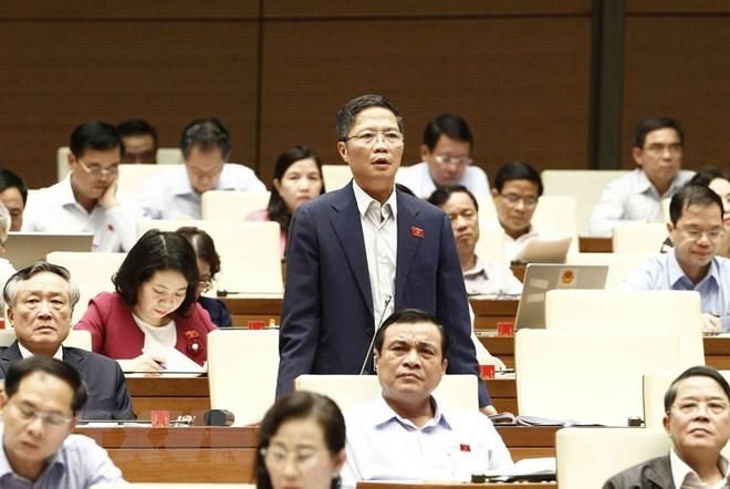 Bộ trưởng Bộ Công Thương Trần Tuấn Anh trả lời chất vấn các đại biểu Quốc hội. (Ảnh: Văn Điệp/TTXVN)