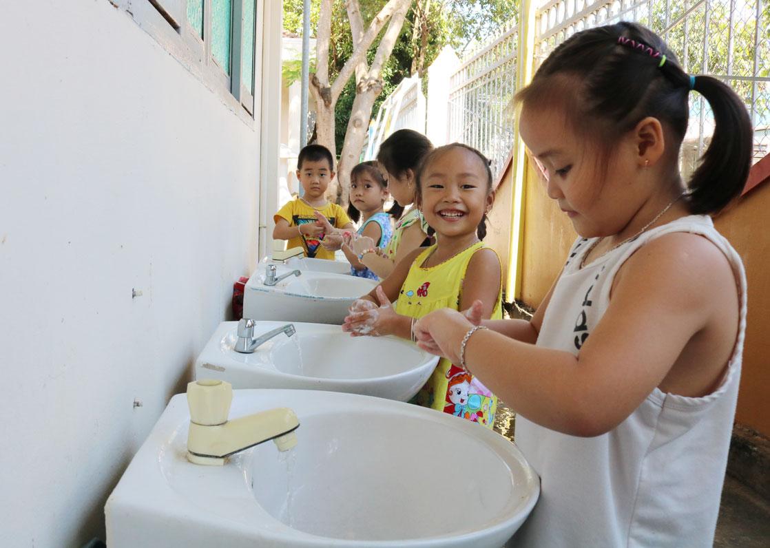 Biện pháp phòng bệnh tay-chân-miệng hiệu quả là rửa tay thường xuyên bằng xà phòng và nước sạch
