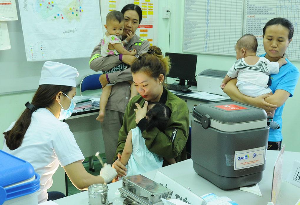 Tiêm vắc-xin trong chương trình tiêm chủng mở rộng là biện pháp phòng bệnh sởi, bạch hầu hiệu quả