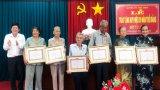 Châu Thành, Thủ Thừa: Trao Huy hiệu Đảng đợt 07/11