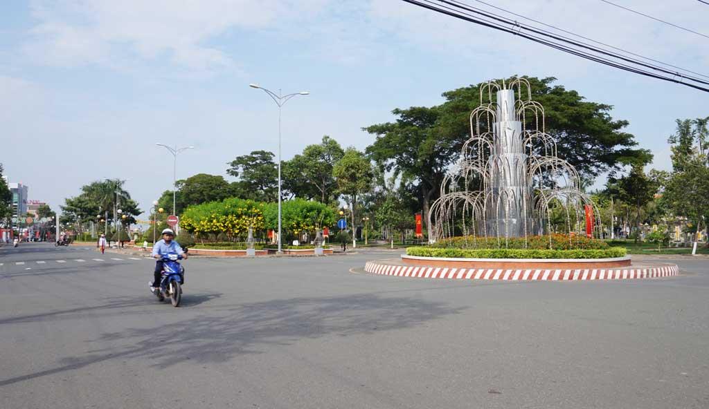 Các tuyến đường trên địa bàn phường 1, thị xã Kiến Tường ngày càng sạch đẹp, không còn tình trạng rác thải vương vãi, để rác không đúng nơi quy định