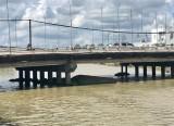 Cần Thơ: Sà lan chìm dưới chân cầu Cái Khế, 4 người may mắn thoát nạn