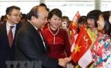 Thủ tướng cắt băng khai trương Tuần lễ hàng Việt Nam tại Singapore