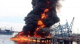Bến Tre: Cháy hai tàu cá đang neo đậu trú bão, thiệt hại hơn 2 tỉ đồng