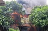 An Giang: Hỏa hoạn thiêu rụi 2 căn nhà, hàng chục hộ dân xung quanh phải di tản