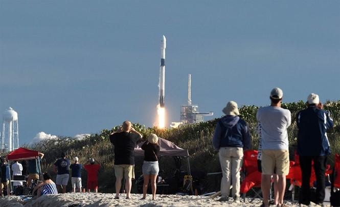 Tên lửa SpaceX Falcon 9 được phóng từ Trạm Không gian Kennedy ở bang Florida hôm 15/11. Ảnh: AFP/GETTY IMAGES