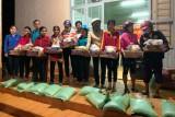 Tặng quà cho người nghèo tỉnh Gia Lai
