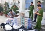 Bắt ô tô vận chuyển 7.300 gói thuốc lá nhập lậu