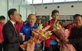 ĐT Việt Nam đặt chân tới Qatar, sẵn sàng tái đấu Philippines