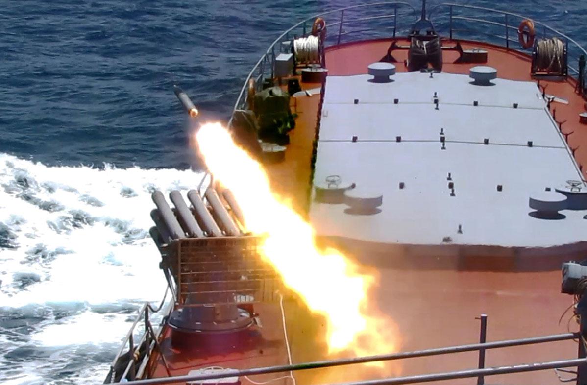 Tàu 513 thực hành tiêu diệt mục tiêu trên biển