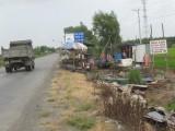 Thủ Thừa giải tỏa 102 hộ buôn bán lấn chiếm hành lang đường bộ Quốc lộ N2
