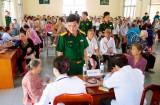 Lực lượng vũ trang huyện Bến Lức giúp dân xây dựng nông thôn mới