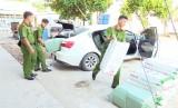 Bắt quả tang vận chuyển thuốc lá lậu tại Đức Hòa, TP.Tân An