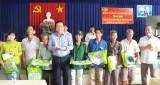 Bí thư Tỉnh ủy Long An vận động doanh nghiệp tặng quà cho hộ nghèo