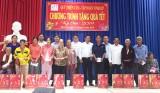Quỹ Thiện Tâm - Tập đoàn Vingroup trao quà tết cho hộ nghèo