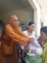 Hội LHPN VN tỉnh Long An tặng quà tết cho người nghèo