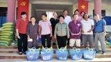 Phụ nữ Đức Hòa, Châu Thành tặng quà tết cho người nghèo