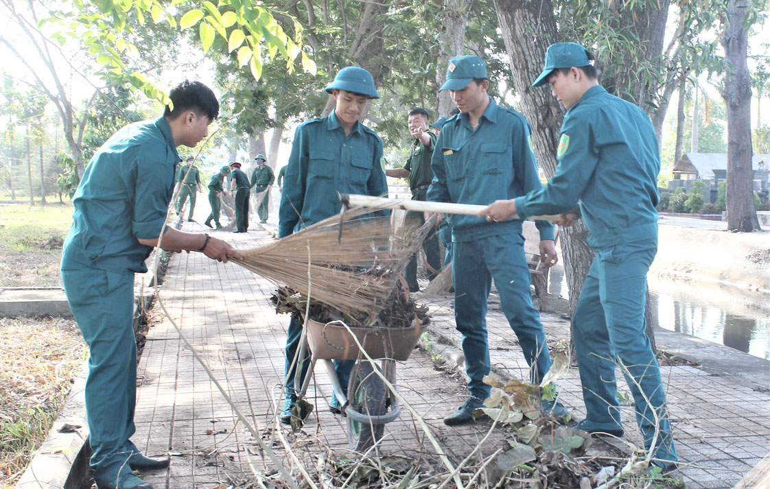 Dịp Tết Kỷ Hợi 2019, Nghĩa trang Liệt sĩ tỉnh có gần 2.000 lượt đoàn viên, học sinh, sinh viên tham gia dọn vệ sinh