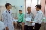 Trao 60 triệu đồng hỗ trợ anh Võ Văn Ri điều trị bệnh