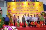 Cty TNHH SX TM DV Mỹ phẩm Vạn Phúc tặng quà tết cho hộ nghèo