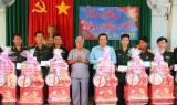 Bí thư Tỉnh ủy Long An thăm, chúc tết lực lượng làm nhiệm vụ trên tuyến biên giới