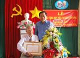 Bí thư Tỉnh ủy Long An trao Huy hiệu 70 năm tuổi Đảng cho đồng chí Nguyễn Văn Chiểu