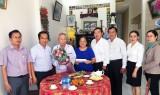 Phó Chủ tịch UBND tỉnh Long An thăm cán bộ lão thành tại Bến Lức