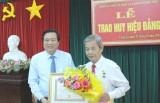 Trao huy hiệu 30, 55 năm tuổi Đảng cho 5 đảng viên