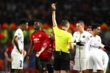 Paul Pogba nhận thẻ đỏ, MU thua tan tác PSG ngay trên sân Old Trafford