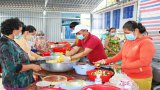Hàng ngàn suất cơm miễn phí phục vụ du khách tại Lễ hội Làm Chay