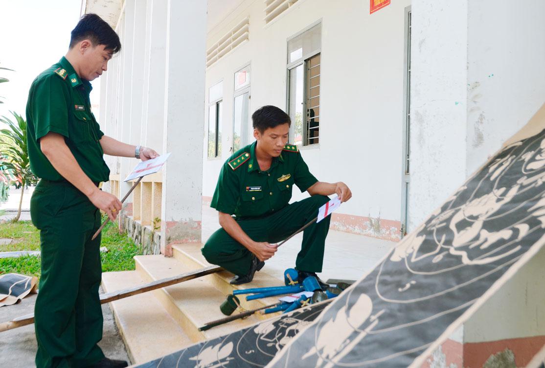 Kiểm tra mô hình học cụ, bảo đảm huấn luyện cho chiến sĩ mới năm 2019