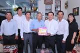 Lãnh đạo Sở Y tế Long An thăm, tặng quà cán bộ y tế qua các thời kỳ