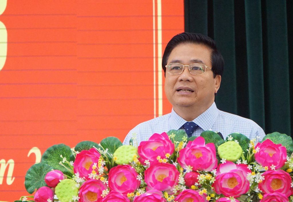 Secretary of Provincial Party Committee, Chairman of Provincial People's Council - Pham Van Ranh requested that the provincial People's Committee directed the sectors and localities to be more aggressive in preventing and controlling ASF.