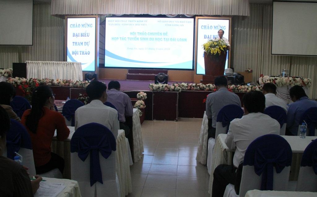 Deputy Director of Long An Department of Education and Training - Huynh Thanh Phong spoke at the seminar