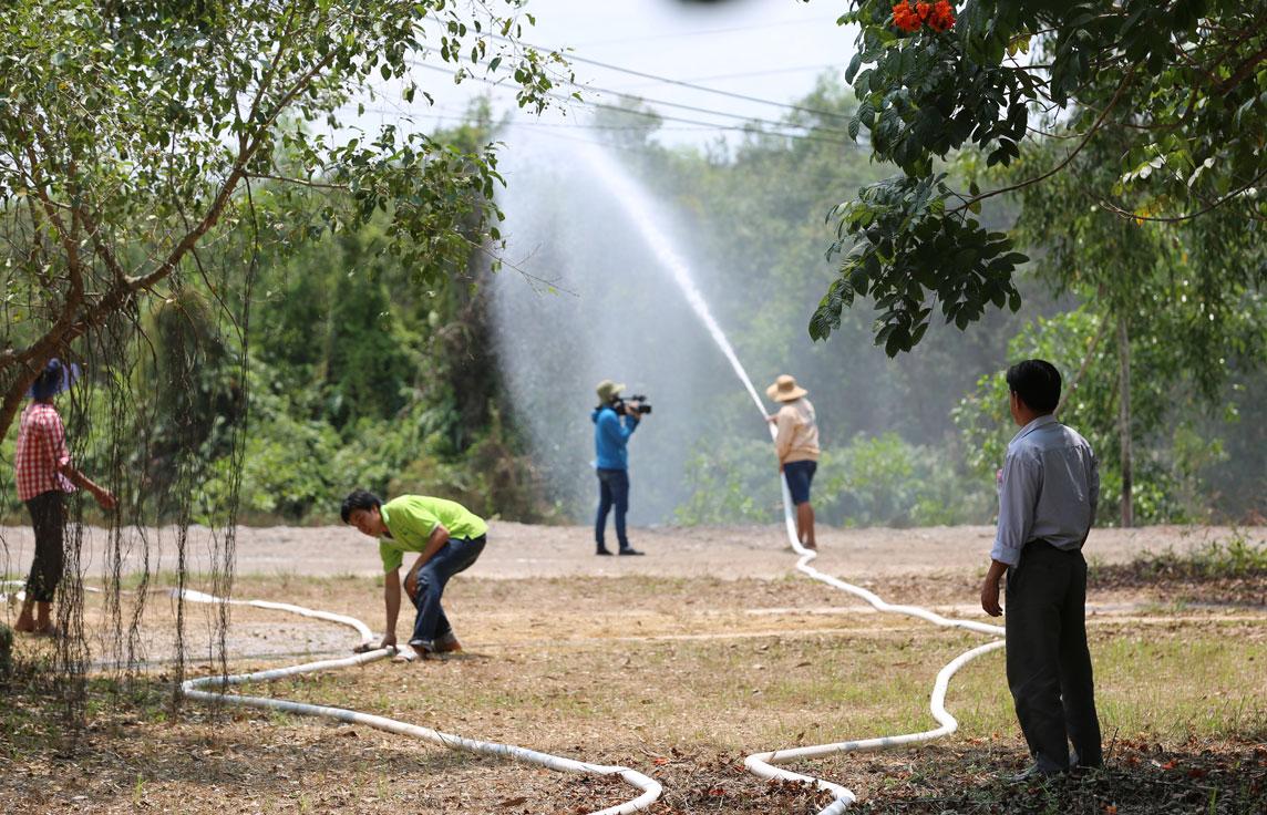 Lực lượng phòng cháy, chữa cháy tại chỗ Khu Công nghệ Môi Trường Xanh diễn tập phương án chữa cháy rừng